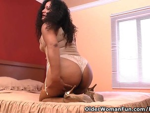 Latina milf Sharon gets busy..