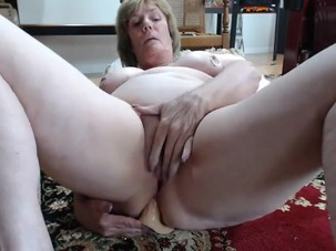 Mom's Anal Play on Cam