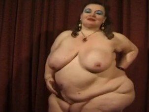 Bbw mature lady gets dildoed..
