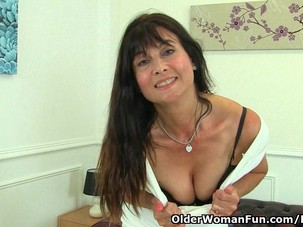 British milf Lelani loves..