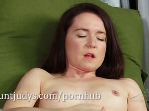 Annabelle Lee masturbates