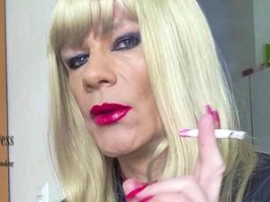 SEXY BLONDIE SMOKING