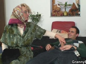 Lonely old granny pleasing an..