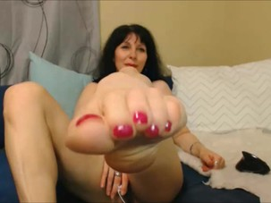 Mature Pussy and Feet 1
