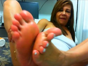 Mature Pussy and Feet 2
