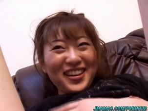 Hot Japanese babe Mai exposes..